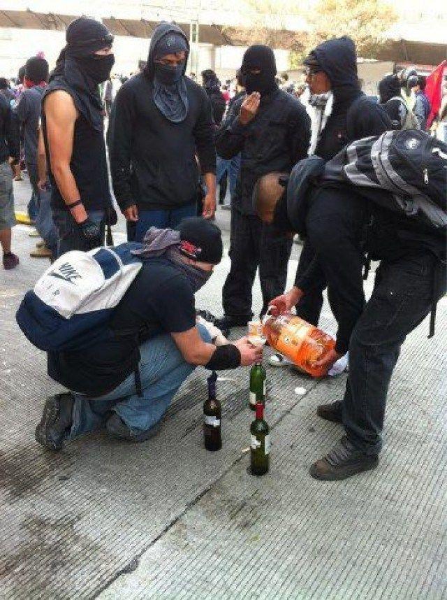 #GDL #AYOTZINAPA @NTelevisa_com:@LOPEZOBRADOR_ i#IMPOSICION DEL PENDEJO DE MEXICO @EPN #YoSoy132 #MORENA RezizteK http://reziztek.webnode.es/news/ntelevisa-com-rt-oficialpaupena-bbc-guardian-galeria-disturbios-y-enfrentamientos-en-torno-a-la-imposicion-del-pendejo-de-mexico-epn-prianarquiaz-yosoy132-morena-3erespurio-priandnarcoz/#.WMRbqNWZO7w.twitter