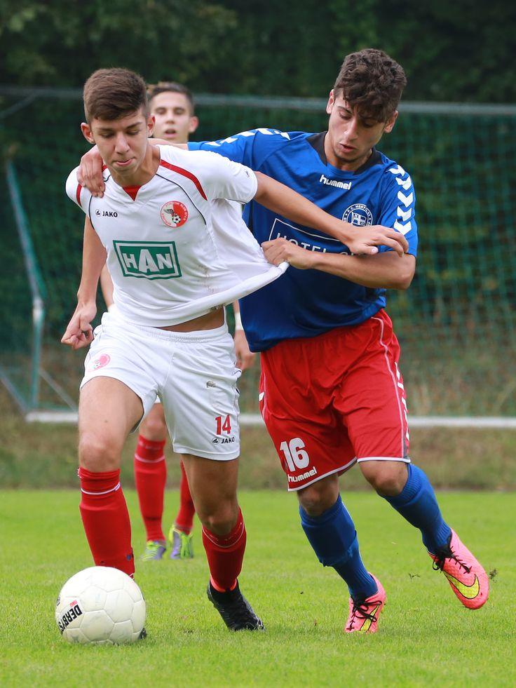 #Kaan #Özdemir im Zweikampf gegen Ali Moghrabi.   5. Spieltag BAK 07 vs. Hertha 03 Zehlendorf (Saison 14/15) - Ergebnis: 0:0