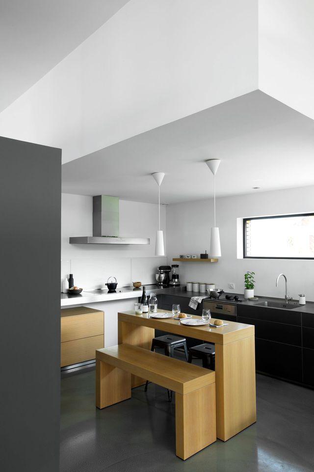 Une cuisine entre noir et bois !