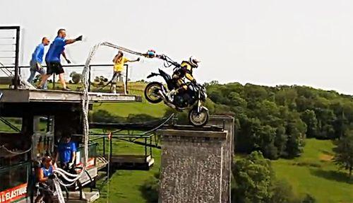 Motorcycle Bungee Jumping  http://moto.stagedepilotage.fr/saut-elastique-hornet.htm