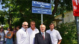 Michael Niavarani, Michael Neumayer, Adolf Tiller und Viktor Gernot am Peter-Alexander-Platz