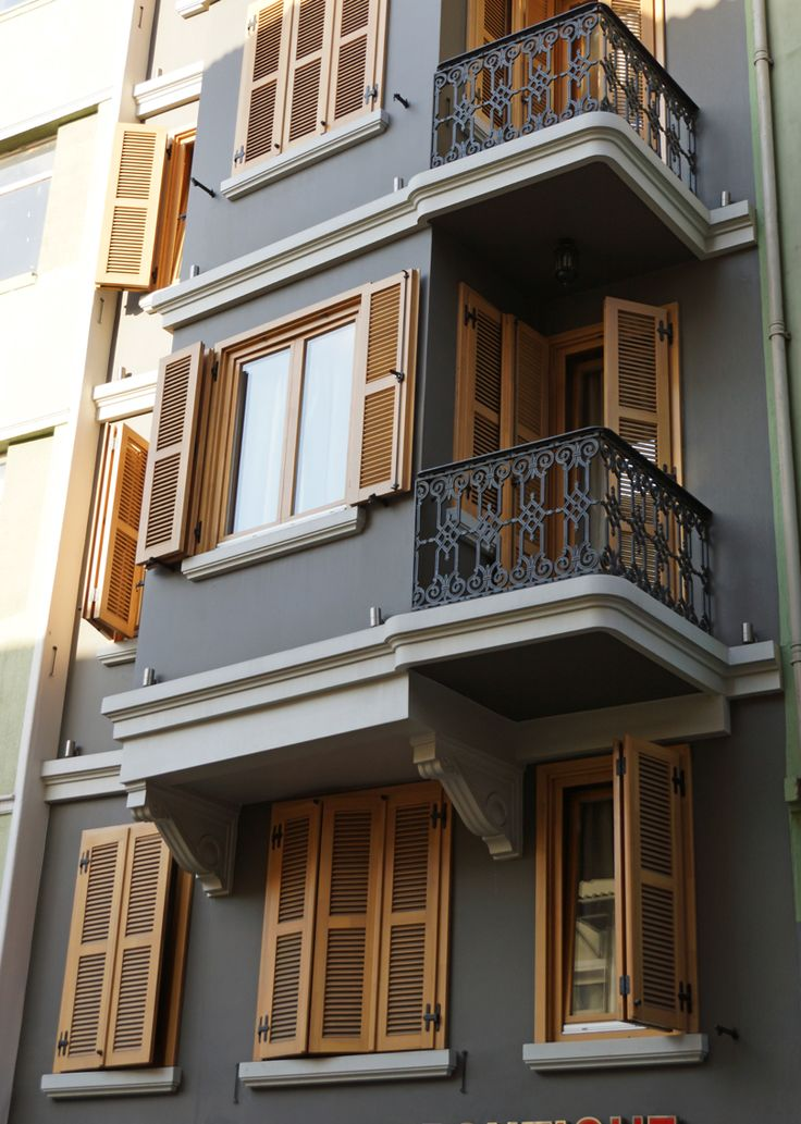 Beyoglu, Istanbul. Üçgen ctp dış cephe süsleme. İmalat ve uygulama ÜYSM. Üçgen grp exterior decoration. Manufactured and implemented by UYSM.