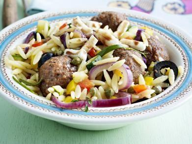 Lauwe pastasalade met lams-fetaballetjes