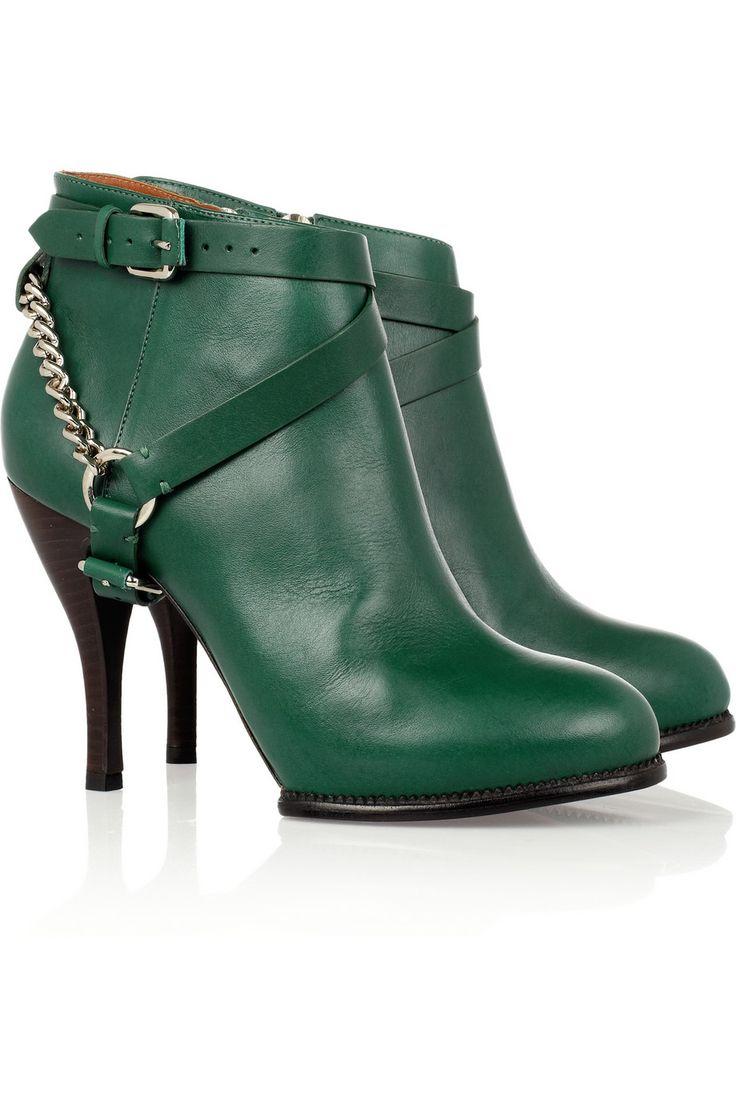 Alexander McQueen #emerald #coloroftheyear