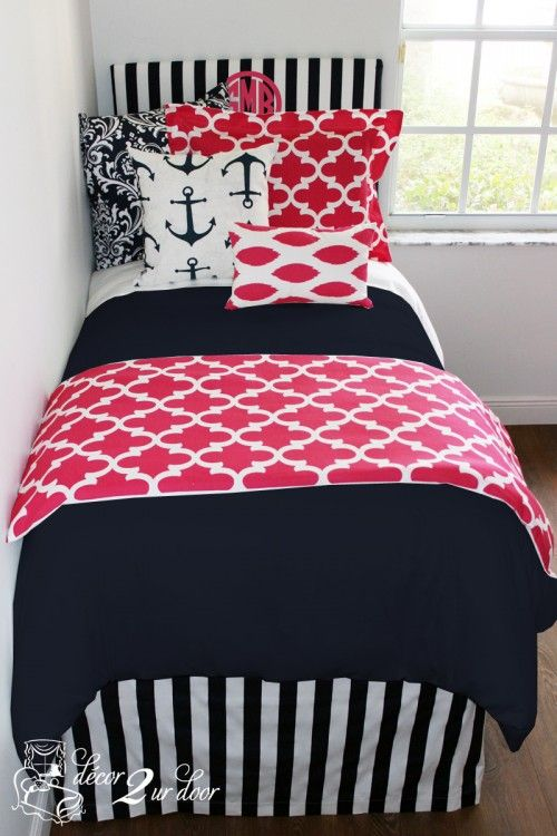 Nautical Navy and Preppy Pink mixes to create a dorm room fit for every prep-ster. We love that this set pairs perfectly with its opposite (opposites attract) Nautical Pink Quatrefoil as a coordinating dorm room. Anchors away and ships a'hoy…