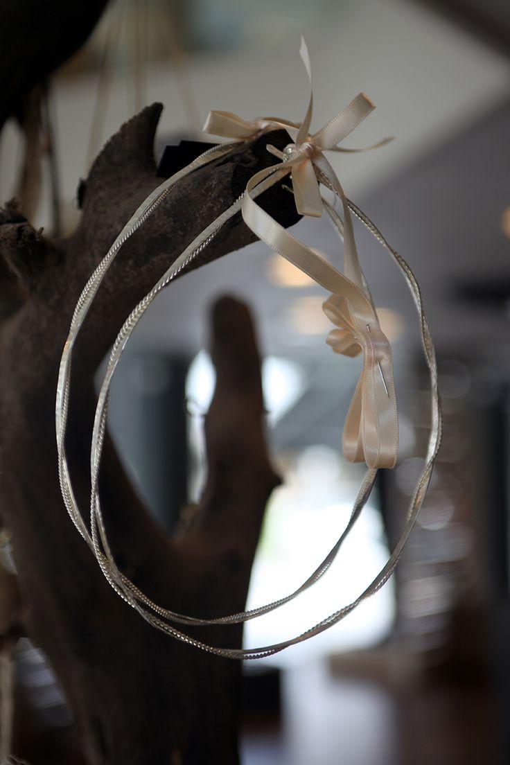 Στέφανα γάμου ασημένια πλακέ σφυρίλατο με στριφτό σύρμα και αλυσιδάκι Atelier Zolotas #ThisIsHandmade