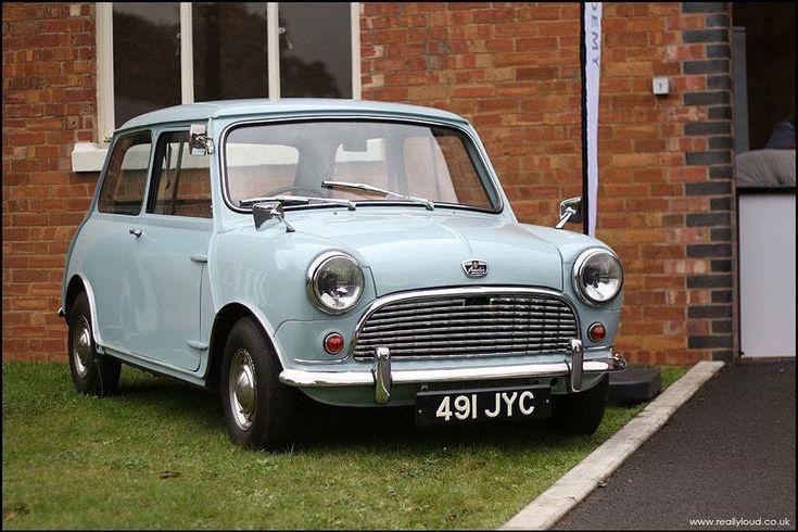 Www.OhSoRetro.co.uk : @reallyloudcars #OhSoRetro #Mini #Minisofinstagram #minicooper #classiccar #classiccars #classicminis #retro #retrocar #retrocars #oldmini #oldskool #vintage #vintagecar #vintagecars #cars #carporn #racecar