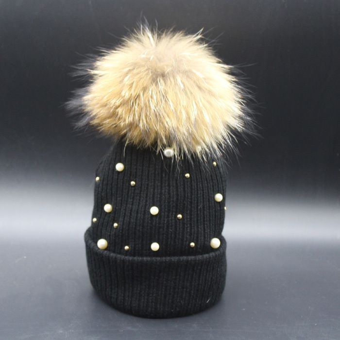 Купить товарЖенщины Hat зима шапочки вязаная крючком шляпы для женщина мех енота шапка женская мода Skullies в категории Лыжные и вязаные шапкина AliExpress.   2016 Fashion Women's Winter Raccoon Fur Hats 100% Real 15cm Fur Pompom Beanies Cap Natural Fur Hat For WomenUSD 9.90/p