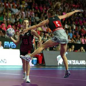 FAST5 Ferns fend off strong England challenge The FAST5 Ferns remained unbeaten after notching a 30-26 win over a well-prepared England on the opening day of the FAST5 Netball World Series in Auckland on Saturday....