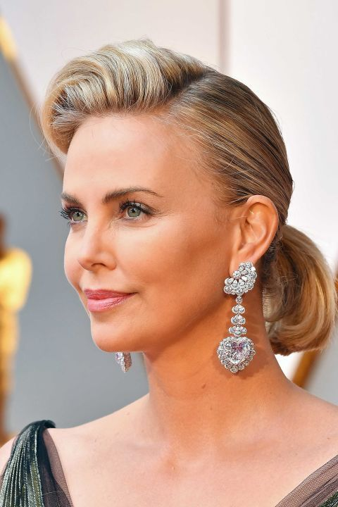 Best jewelry at the #Oscars. Charlize Theron in Chopard Garden of Kalahari earrings.