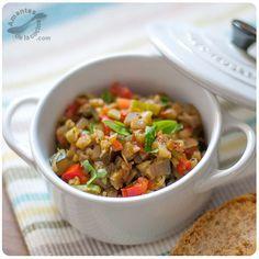 Por regla general en la preparación del ratatouille se incluyen las berenjenas, el calabacín, cebollas, ajo, pimientos de varios colores, tomates y hierbas.