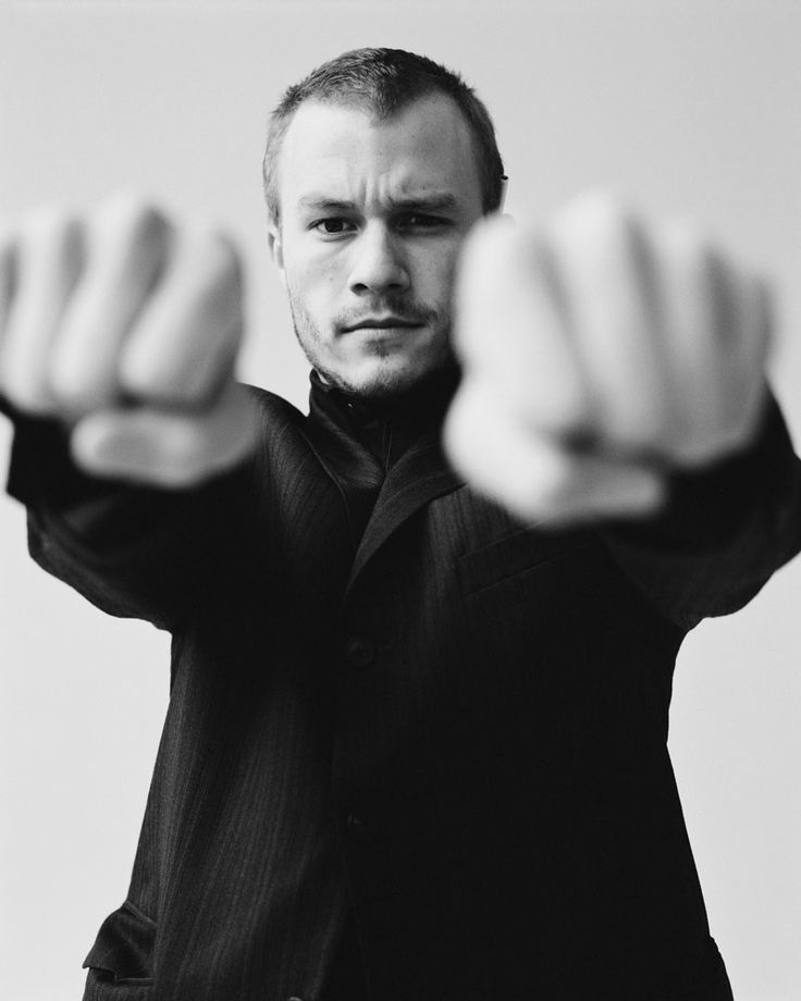 love these kind of shots. but it being heath ledger doesn't hurt either :)