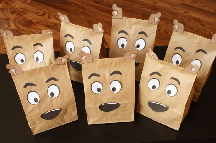 Scooby Doo bags to fill with Scoody snacks. I can make this myself for sure!