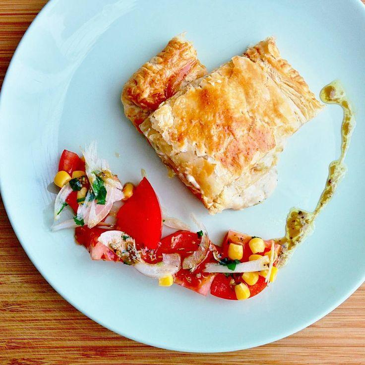 """""""Τυρόπιτα με φέτα, γραβιέρα και πιπεριά, σαλάτα ντομάτα με βινεγκρέτ balsamico. #cheese #feta #pie #puffpastry #bellpeppers #bechamel #tomatoes #sweetcorn…"""""""