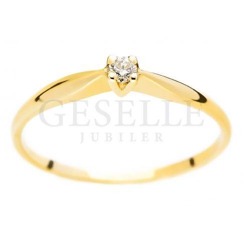 Subtelny, kobiecy pierścionek - klasyczny wzór z brylantem 0,05 ct na zaręczyny - Pierścionki zaręczynowe - GESELLE Jubiler