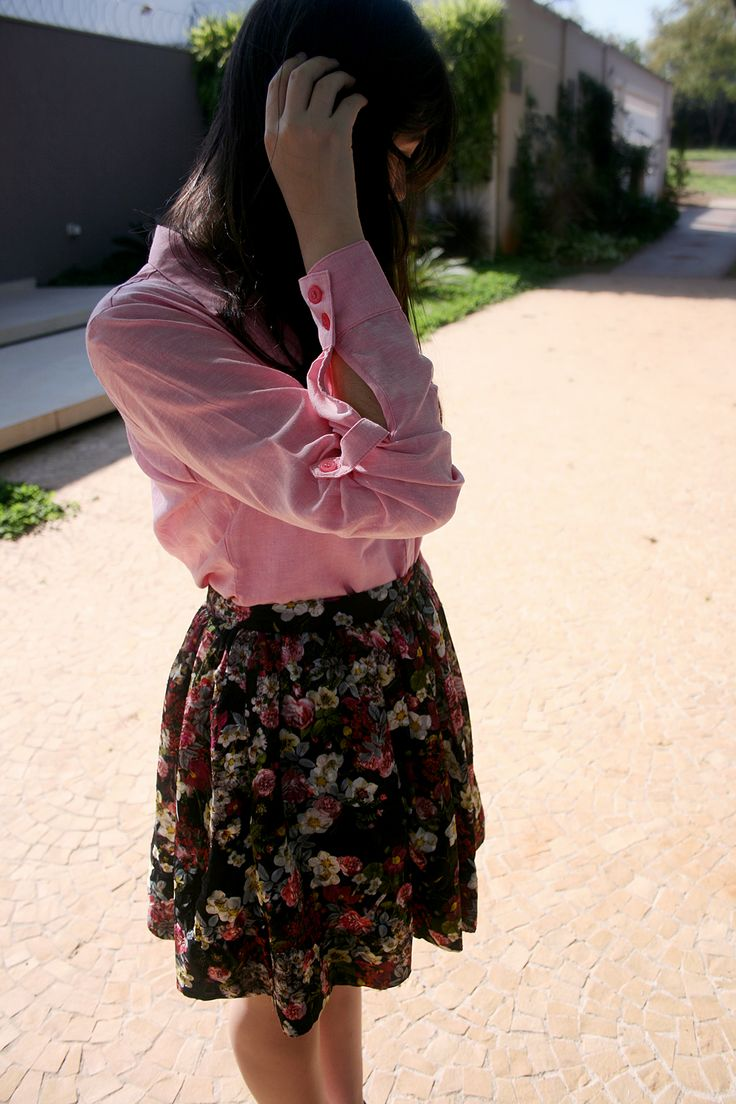 floral skirt, pink shirt. boho style, hippie chic, spring summer look. saia floral, camisa. http://simpleness.com.br/