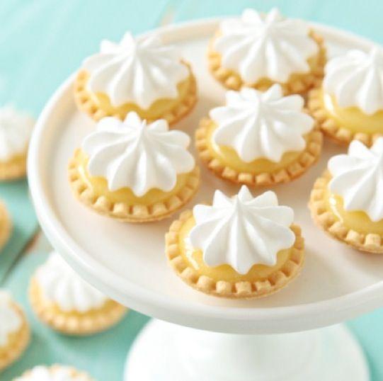Can You Bake A Pavlova In A Cake Tin