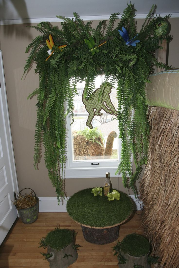 Do you see the elephant looking in from the roof? Jungle themed boy's bedroom.