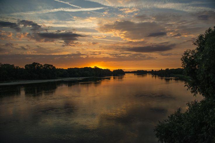 Coucher de soleil sur la Loire #CoteauxduGiennois.  @Pierre_Mérat
