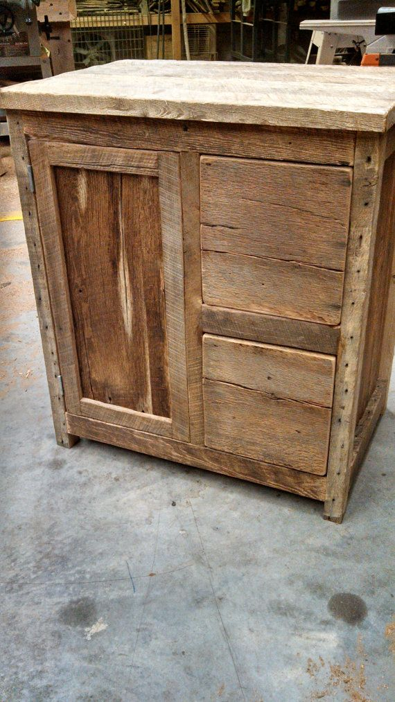 Your custom rustic barn wood vanity or cabinet by for Customisation de meuble