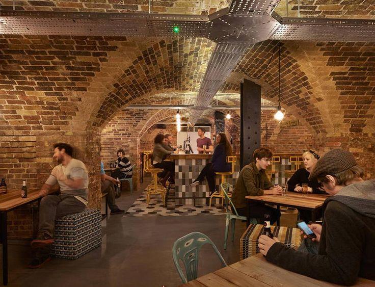Bar del 'hostel' Wombats en Londres.