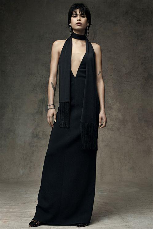 Long dress ovvero abito lungo, da giorno o da sera, minimal o ricamato, candido o black. Abiti da indossare solo