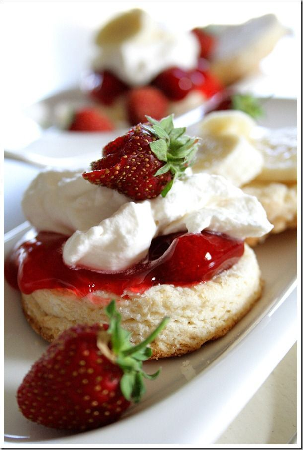 Strawberry and Banana Shortcake Biscuits ~ Doughmesstic