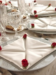 Elegant white with red roses wedding table decorations