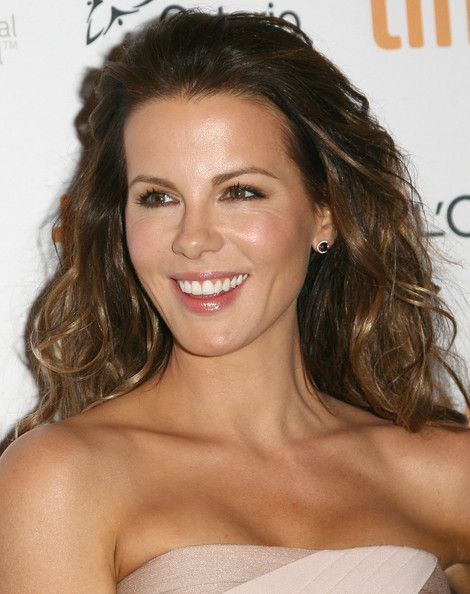 Messy Waves - Kate Beckinsale's Most Inspiring Hairstyles - Photos