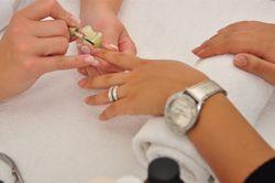 Gelish nagels houden 3-tal weken zonder dat nagel wordt beschadigd: ideaal voor feestdagen.