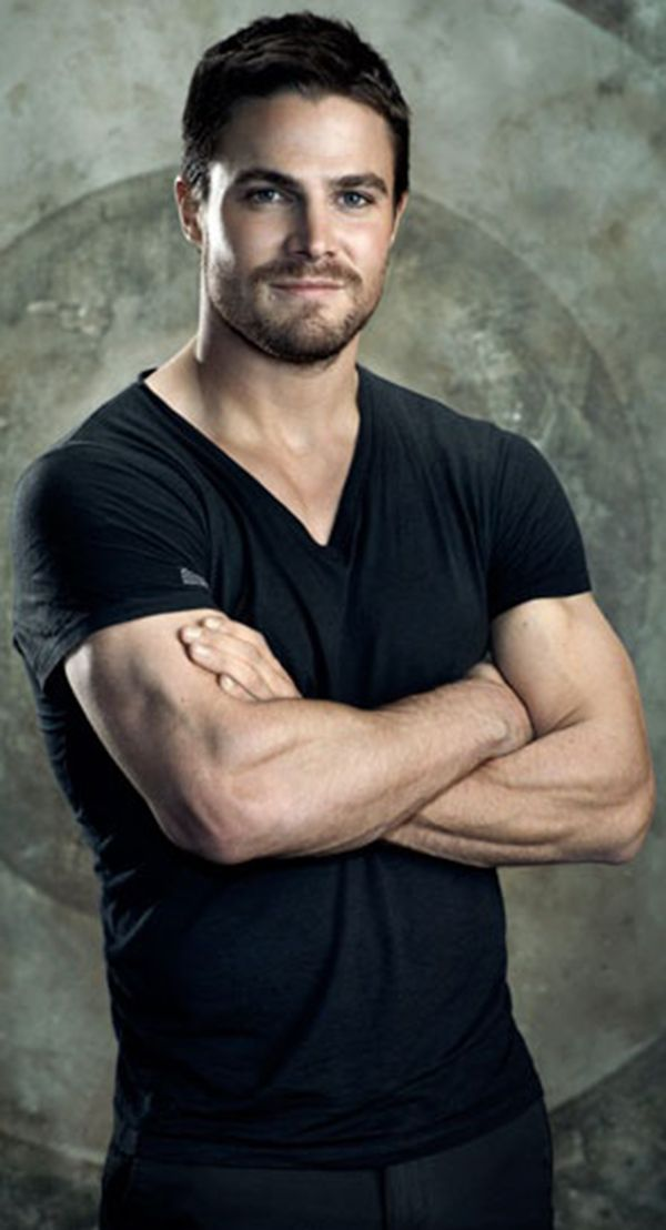 Stephen Amell (Oliver in the CWs Arrow) might give Chris Hemsworth a run for his money on the part of Julien, eh? Green up those eyes, gold up that hair... thoughts?
