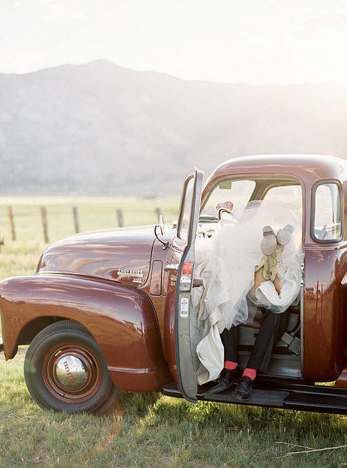 #weddingPhotos Ideas, Wedding Pics, Wedding Ideas, Old Trucks, Country Wedding, Wedding Photos, Old Cars, Wedding Pictures, Photography