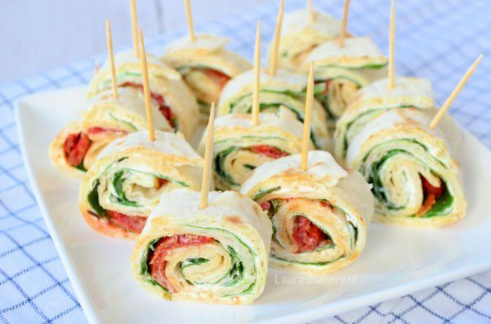 Onze familie is er gek op: spinazie-roomkaas wraps. Een makkelijk hapje om te bereiden en heerlijk om te serveren bij de borrel.