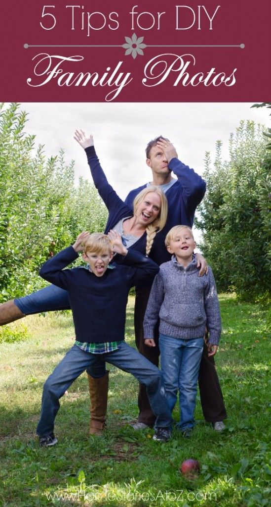 5 tips for DIY family photos including what to wear, camera settings, pose ideas, location ideas, etc.