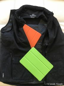 ScotteVest QUEST Vest with iPad pockets @scottevest Go to Cinfully Simple for Product Links!