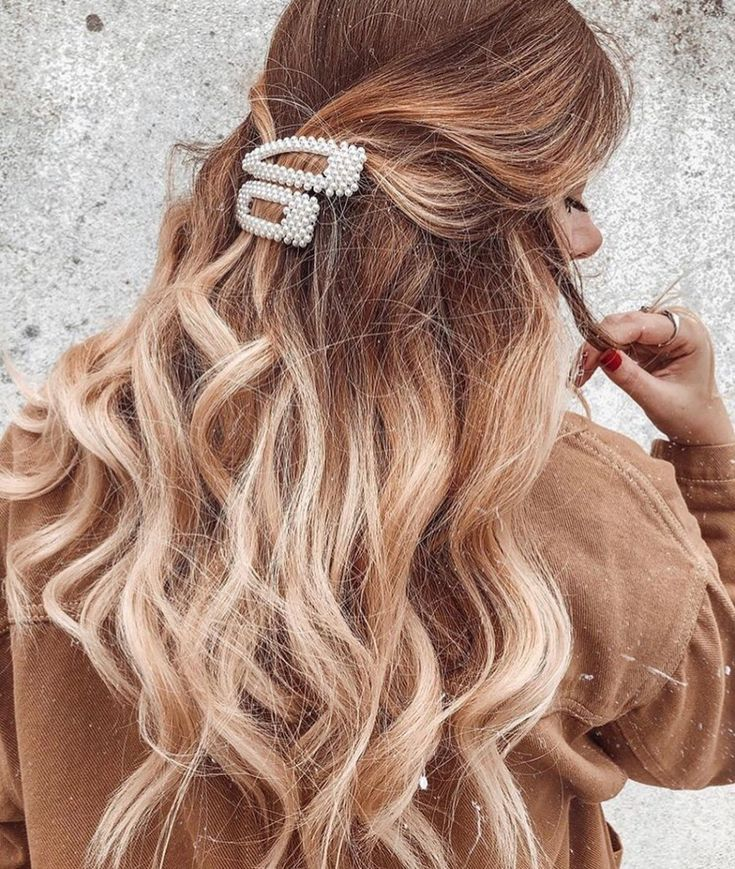 How To Rock Pearl Hair Clip Trend – 2019 Hotttest Hairstyles. The pearl hair clip is now trending and if you're in need of a few ways to style you...