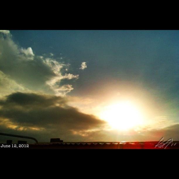 晴れたよっ #daybreak #morning #sun #sky #cloud #independenceday #philippines #フィリピン #独立記念日 #空 #雲 #朝日