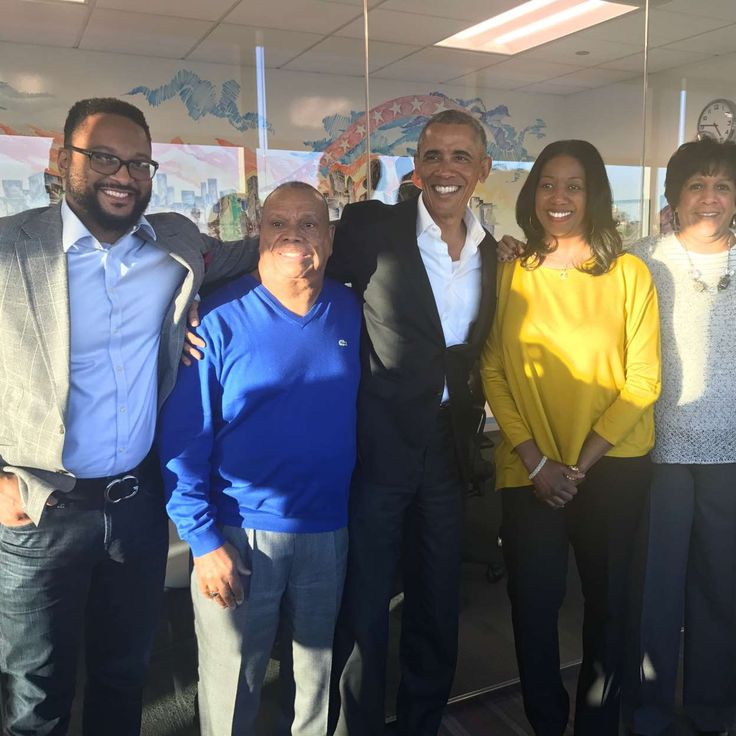Obama at a South Side Chicago community meeting. At left are Torrey Barrett and the Rev. Richard Tolliver.