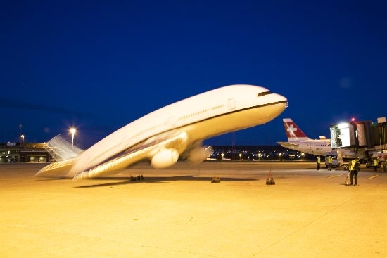 Plane Landing via @straup
