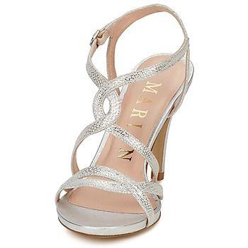 Schöne Riemen verzieren diese Sandale aus Leder von Marian. Der schöne  Materialeffekt verleiht dem Modell