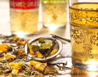 Zak losse thee van 'Kopjethee'. Munt, jasmijn, vanille, fruit, groene thee,...