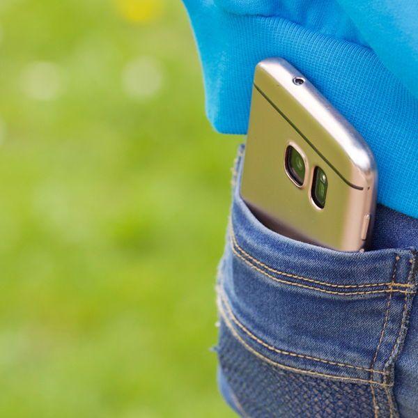 Darf ich das Handy meines Kindes kontrollieren? Wie viel