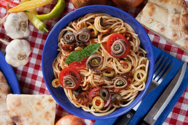 Pasta Puttanesca - http://www.pizza.nl/recepten/gezond-doen/pasta-puttanesca