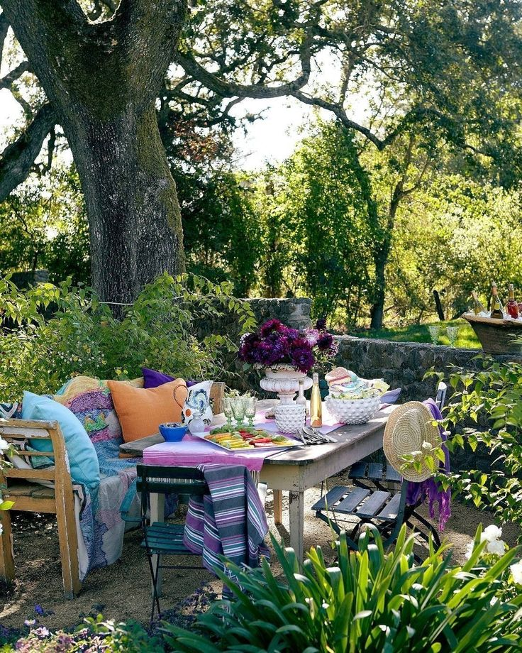 конец мая, пора обедов на свежем воздухе! #outdoorliving #spring #весна #сад #дача #galleria_arben @housebeautiful