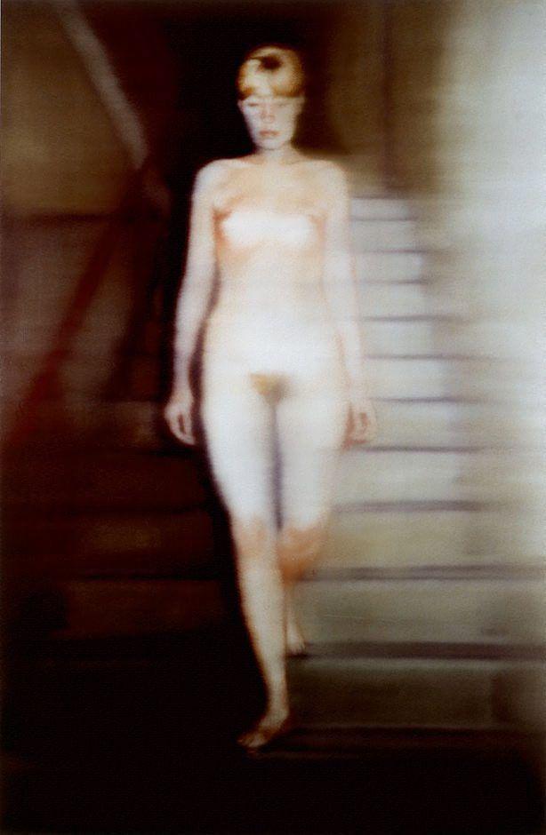 Gerhard Richter: Ema (Akt auf einer Treppe), 1966.   Geïnspireerd door het werk van Duchamp, schildert Richter een naakt, waarbij hij, anders dan bij Duchamp, niet de herhaling van de onderlinge stappen laat zien. Hij kiest er voor het ongrijpbare van de beweging vast te leggen, door het onderwerp  een zekere mate van bewegings-onscherpte mee te geven.