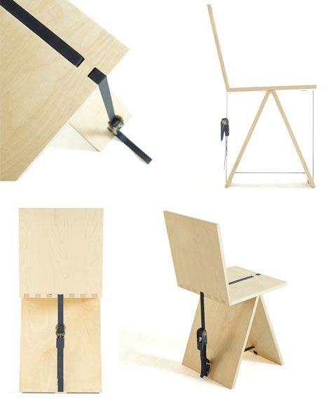 La chaise est composee de deux pieces principales. Elles sont simplement posees l'une sur l'autre. La sangle permet de creer une tension ce qui maintient les pieces entre elles