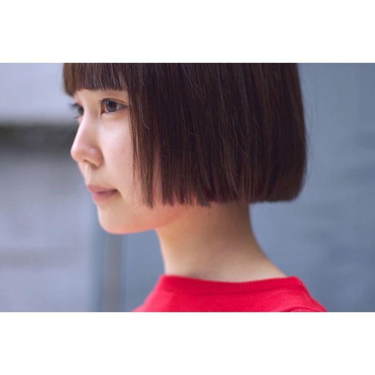 . 大学生のお客様 . 菊池チャンと一緒に来た #森井チャン . BEFORE → AFTER . #暗くしたい & #インナーカラー 入れたい あとは #おまかせ って事で ☟ 彼女は #髪が少なく #軟毛 #ストレート ってこれは #切りっぱなしボブ がとっても活きる髪質で、 更に彼女のキャラにぴったり⚡️ . 前髪もスクエアなワイドバングに☝ . ポイントはテキトーに乾かす事です . #きくちともりい #ワンレン女子 #ワイドバング #インナーカラー #ありがとうございました #サロンワーク #ビフォーアフター #ショートボブ #ショートヘア #撮影 #髪切りたい #作品撮り #サロン撮影 #ポートレート #ヘアスタイル #ヘアカタ #ヘアカタログ #グラボブ #ワンレンボブ #サロンモデル #表参道美容室 #パンとエスプレッソと #cityshopnoodle
