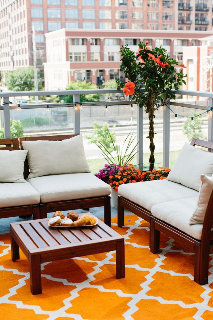 Cheery outdoor patio lounge space with ikea furniture | Jen Serafini's Chicago Apartment Tour | The Everygirl