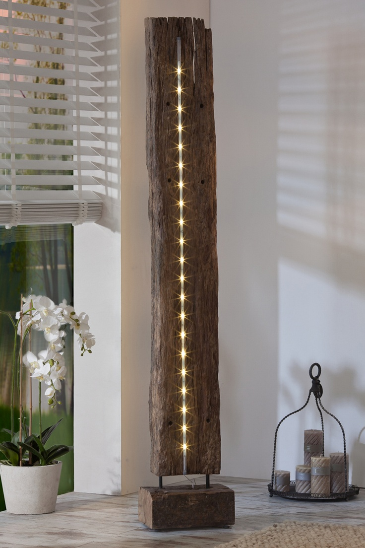 De elegantie en de rustieke uitstraling van onbehandeld teakhout is prachtig vormgegeven tot een design vloerlamp. Beukenbos wordt de blikvager in je huis en brengt een warme en natuurlijke sfeer in je interieur. Design vloerlamp Beukenbos is volledig uitgevoerd in onbehandeld teakhout en uitgerust met LED verlichting.