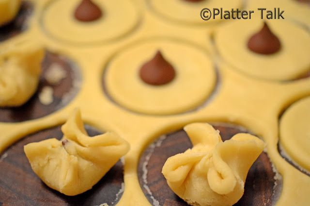10 Valentine's Day Food and Treats - Wonton Kisses Cookies #valentines